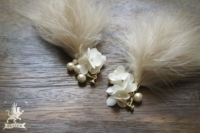 earring  【 ちいさな紫陽花とコットンパールと羽のイヤリング 】