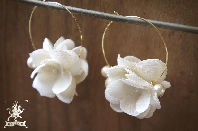 pierce 【 紫陽花とコットンパールのフープピアス 】