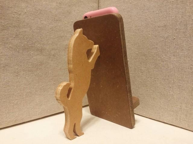 柴犬が支える携帯・スマホスタンド 濃茶