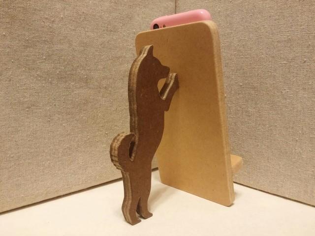 柴犬が支える携帯・スマホスタンド ナチュラル