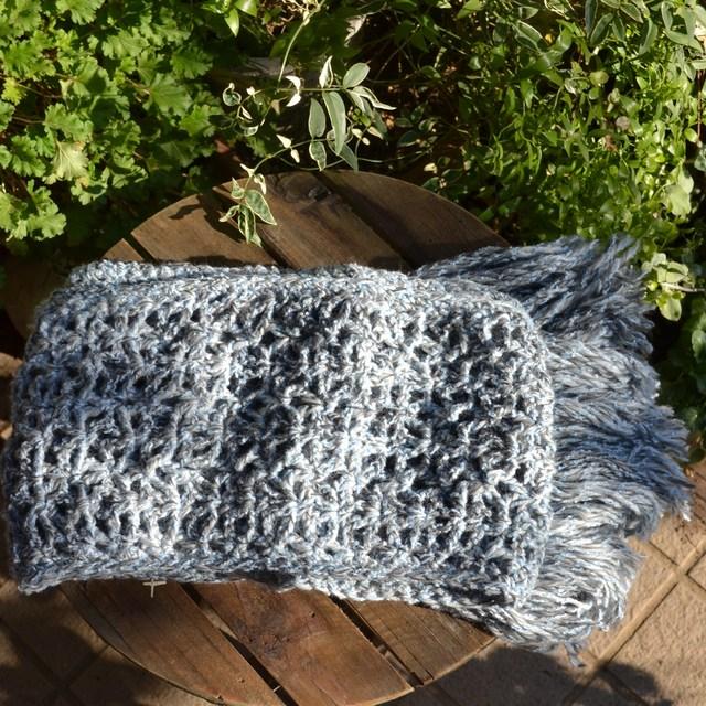 透かし編みのフリンジぼうぼうマフラー