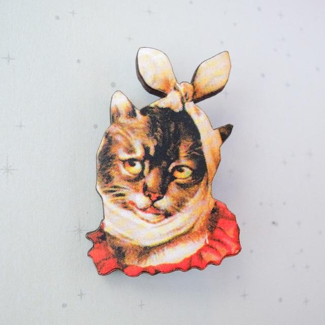 治療中の猫さんブローチ