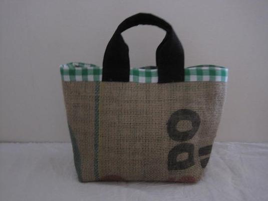 コーヒー豆の麻袋のミニトートバッグ。