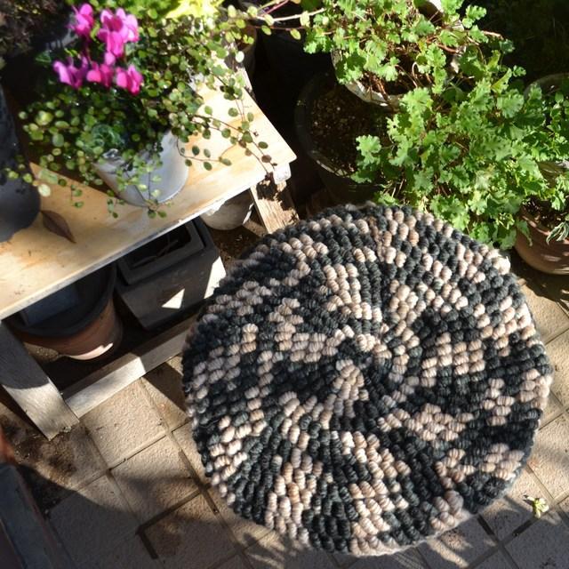コイル編みのムニムニザブトン