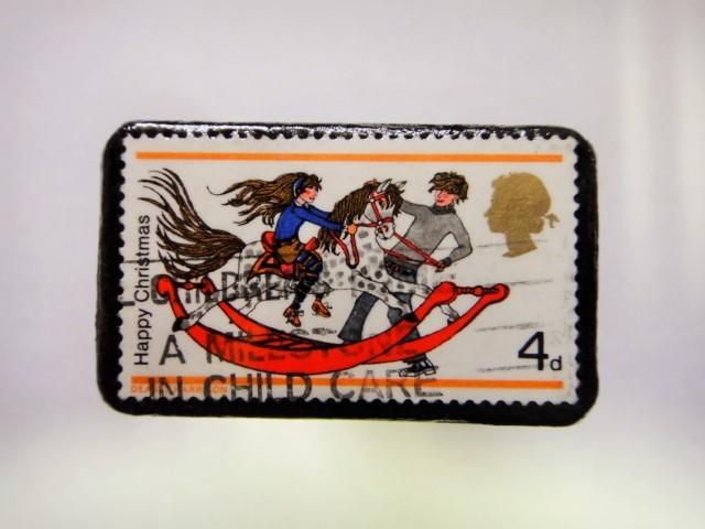 イギリス クリスマス切手ブローチ352