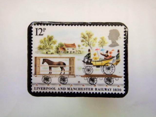イギリス 切手ブローチ360