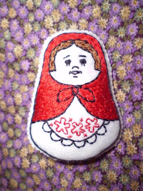 ほんわか刺繍ブローチ マトリョーシカ赤(再販)