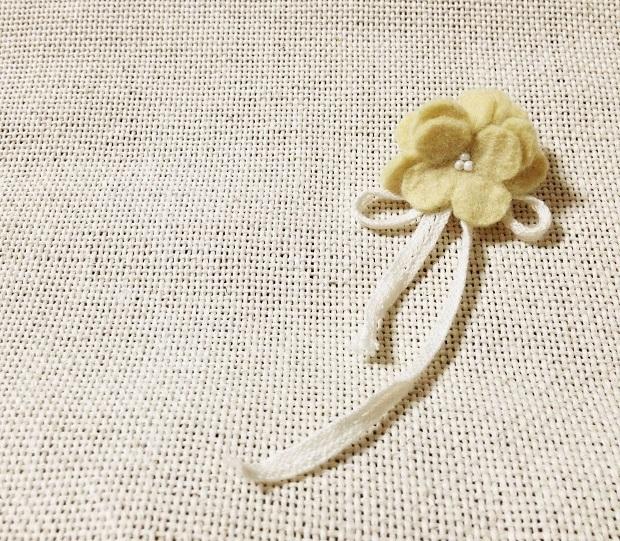 【送料無料】小さな花束ブローチ