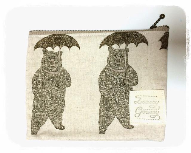 傘とクマのぺたんこポーチ:ベージュ