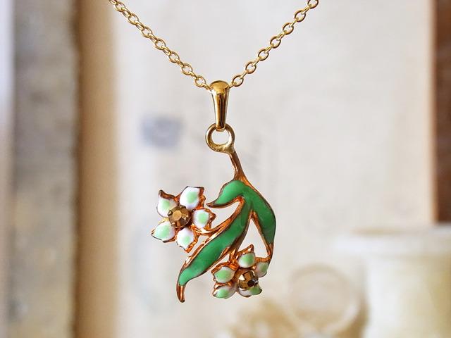 グリーンの花のネックレス☆Pwca☆