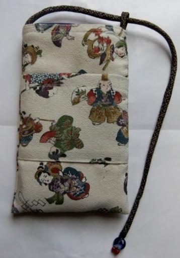 着物リメイク 縮緬の着物で作ったスマホケース815