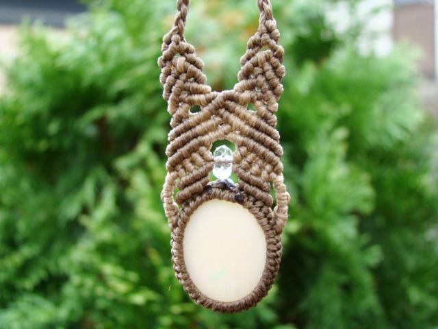 オパールと水晶のマクラメ編みネックレス
