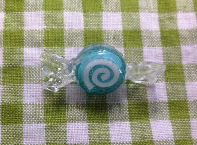 うずまきキャンディのブローチ