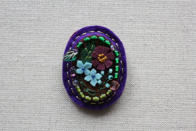 アンティーク風フェルトブローチ 夕闇の紫陽花