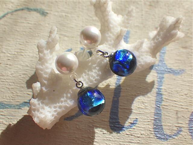 Grand Blue / パールの樹脂ポストピアス