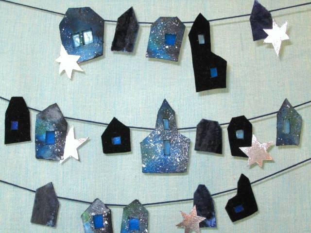 青い月、星の町のガーランド