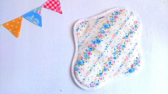 可愛い布ナプキン『小花柄』ブルー+昼用Mサイズ
