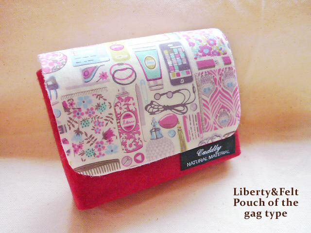 リバティ バッグ型 フェルトのポーチ フォーゲット・ミー・ノッツ 濃ピンク