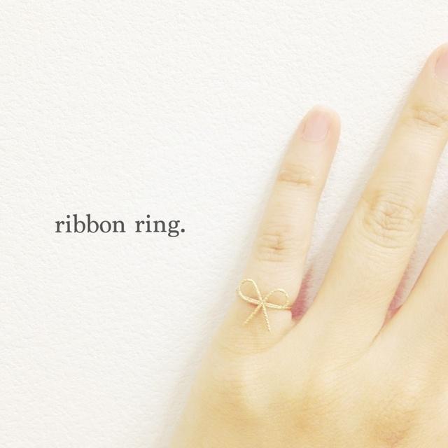 14kgf ribbon pinky ring.