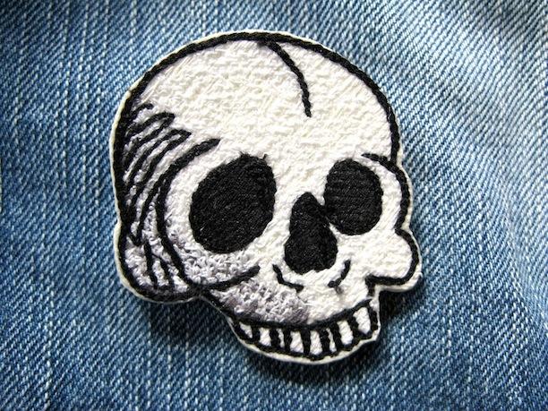 『HEAD SKULL』刺繍ブローチ