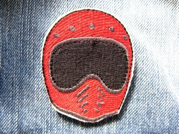 『BELL MOTO3 HELMET』red 刺繍ブローチ