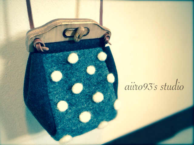 mini shoulder bag / snowing