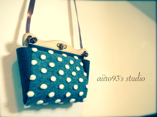 shoulder bag / snowing