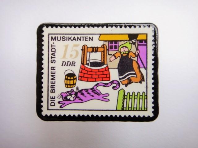 旧東ドイツ 「ブレーメンの音楽隊」切手ブローチ375