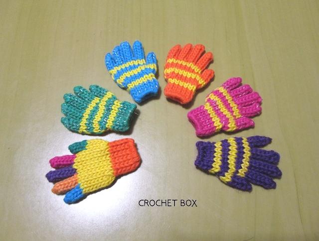 小さい手袋のブローチ