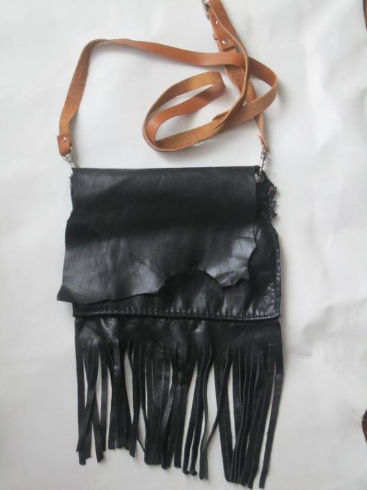 牛皮の手縫い ポシェト(黒)