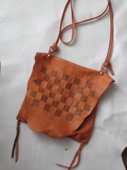 牛皮の手縫いバッグ(オレンジ)