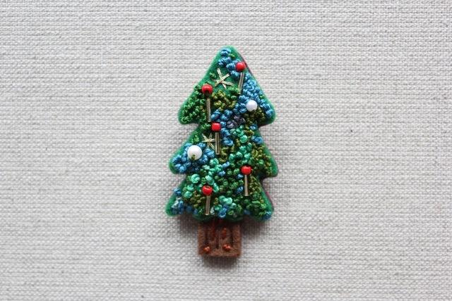 クリスマスツリーのフェルトブローチ キャンドルツリー