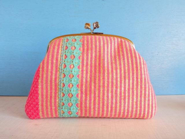 チュニジア布の縞々がま口(ピンク×ゴールド)