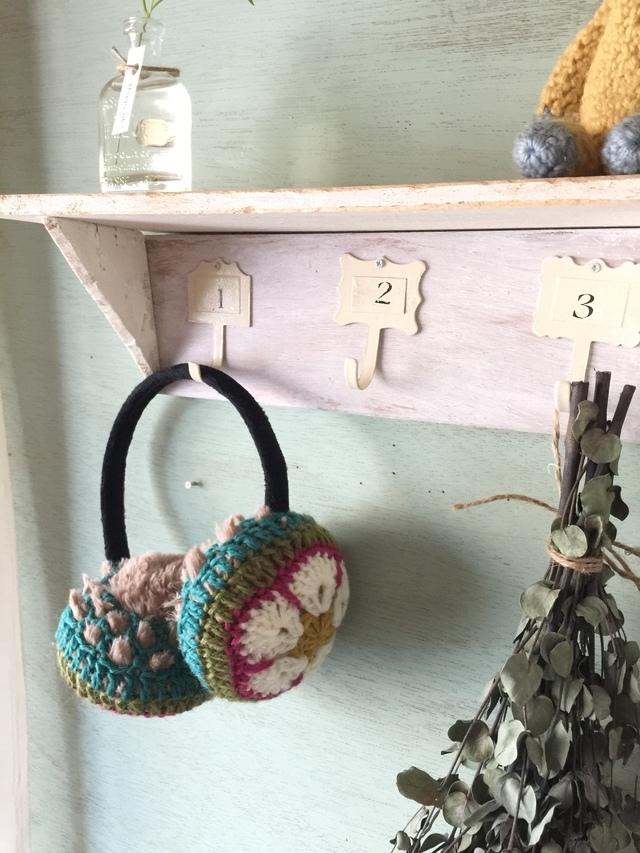 モチーフ編みのイヤーマフ(アメリカンフラワーモチーフ)