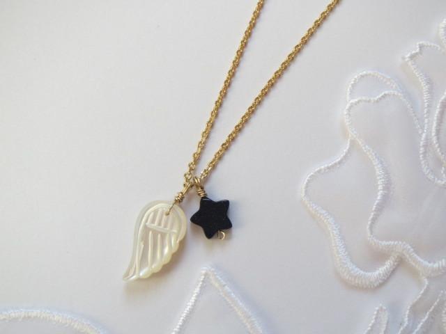 天使の羽と星のネックレス