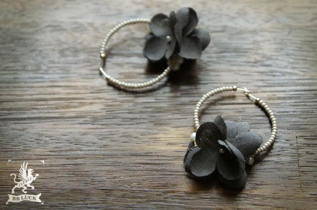 pierce 【 紫陽花と淡水パールのフープピアス * charcoal grey 】