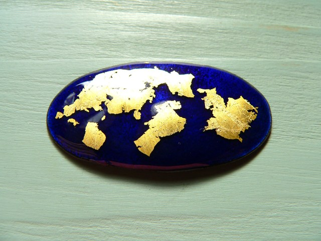 金箔七宝・地球儀みたいなブローチ