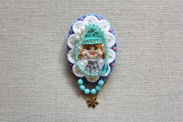 雪の少女 フェルトブローチ