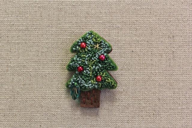 クリスマスツリーのフェルトブローチ