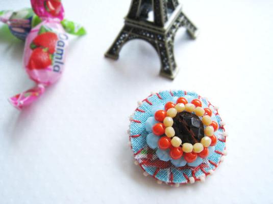 Le bonbonお花モチーフのブローチ