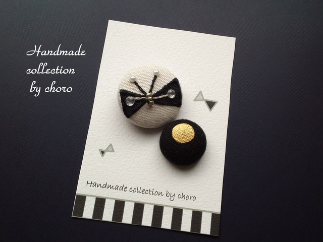 刺繍くるみボタンヘアゴムシリーズ(ブラックリボンちょうちょ)