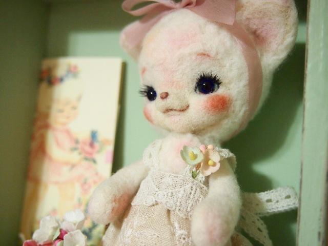 木箱つき 羊毛フェルト 猫の女の子