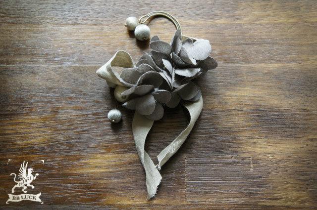 ear hook  【 紫陽花とリボンと糸巻きビーズのイヤーフック * grey 】