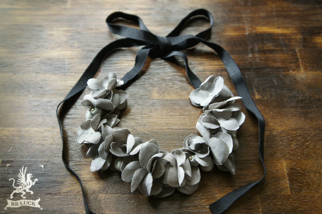 necklace 【 紫陽花と糸巻きビーズのネックレス * grey 】