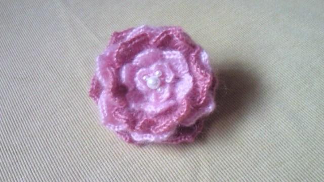 ふわふわ花のコサージュ