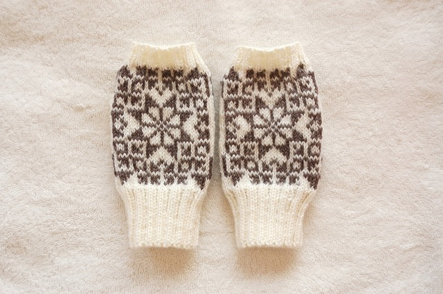 【yuki05088さまリクエスト品】手編みの指なしミトン  【一番星】 ホワイト×濃グレー