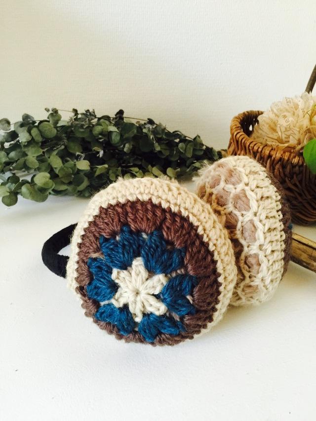 モチーフ編みのイヤーマフ(シックなブルー×ブラウン)
