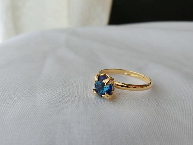 小さな青い夜のリング