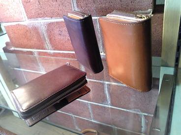 牛革製二つ折り財布