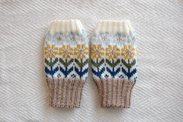 手編みの指なしミトン【花園】 黄色×水色お花